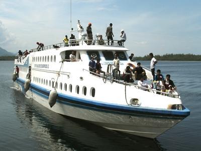 Sagori ship arriving at Waodeburi harbor